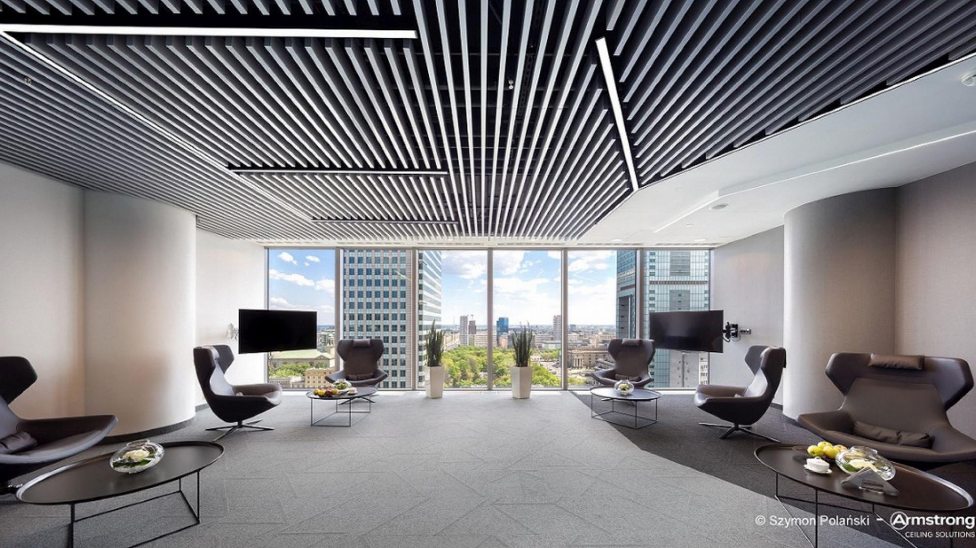 Biuro firmy EY, w warszawskim wieżowcu Rondo 1 – fotografie biura po gruntownej modernizacji przygotowanej wspólnie z Massive Design fot. Armstrong