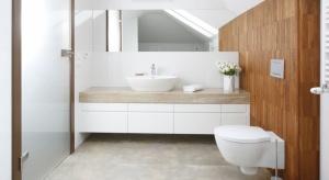 We wnętrzach minimalistycznych i łazienkach urządzonych w klasycznej manierze - drewno lub jego imitacje królowały w polskich łazienkach w 2016 roku.