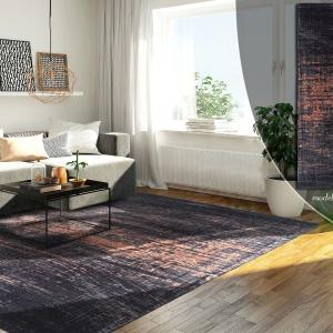 """Również lubiący nowoczesne i minimalistyczne wnętrza wzór """"przetarty"""" – a to dzięki swej nieregularności, która przełamuje prostotę współczesnych aranżacji. Dzięki swej bogatej teksturze (dla niektórych to kora drewna, dla innych szorstki kamień) nadaje naturalności, której często brakuje w gładkich mieszkaniach w stylu modern. Choć vintage też nie jest mu obcy. Fot. Carpets&More."""