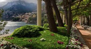 Po trzech latach prywatna willa, która kiedyś należała włoskiego reżysera Franco Zefirellego, odzyskała blask. Teraz jest tam hotel Villa Tre Ville, z którego okien rozciąga się niezapomniany widok na morze Tyrreńskie.
