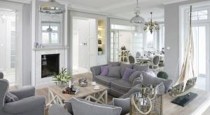 Kominek w salonie stał się nieodzowną częścią nowoczesnego domu. Będzie on wyjątkową ozdobą wnętrza, jak również dodatkowym źródłem ciepła.