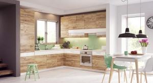 Z mocno zarysowaną strukturą i licznymi wariantami kolorystycznymi dąb zaczarował nabywców kuchni. Niewątpliwie to zasługa jego uroku i ponadczasowego piękna.