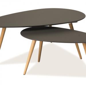 Zestaw eleganckich ław NOLAN B w stylu skandynawskim składa się z dwóch elementów o różnej wysokości i wielkości blatu. 543 zł. Fot. Signal