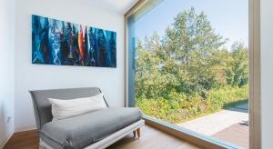 Polacy coraz częściej myślą o swoich domach nie tylko w kontekście ładnego wyglądu czy ceny, ale także innowacyjnych rozwiązań. Zwłaszcza że te nierzadko wprost przekładają się i na atrakcyjny design, i na zmniejszenie kosztów użytkowan