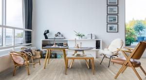 Winylowa, laminowana lub drewniana. Wybór materiałów na podłogi jest ogromny. A do tego kolekcje dostępne na rynku łączą estetykę z trwałością.