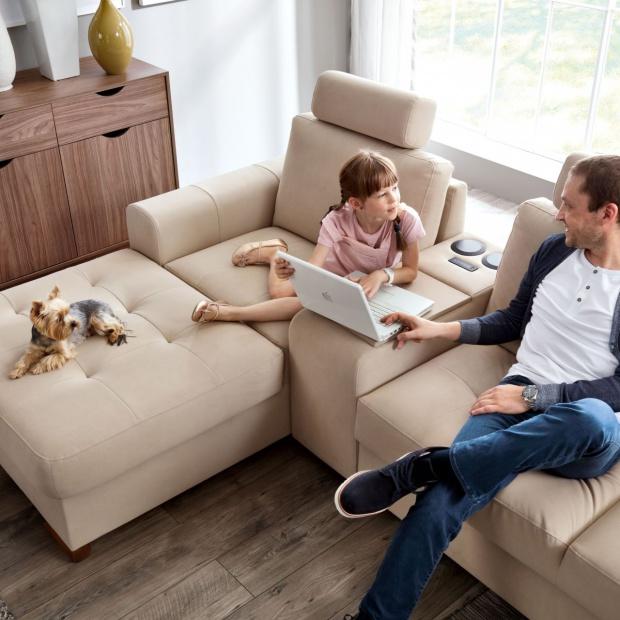 Sofa w salonie. 10 modeli z praktycznymi funkcjami