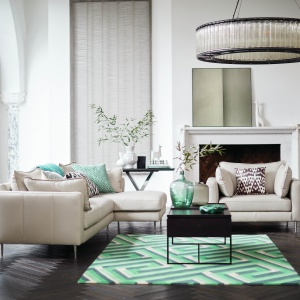 Modne wśród stolików są dziś nowoczesne i niezwykle lekkie formy. Fot. DFS Furniture