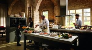 Dzisiejsza kuchnia to centrum domowego życia, nierozłączny element naszej codzienności. Jej wyposażenie powinno być spełnieniem marzeń o kuchnina każdą okazję, odpowiadającej wszystkim potrzebom użytkownika. Jak to osiągnąć, już wkrótc