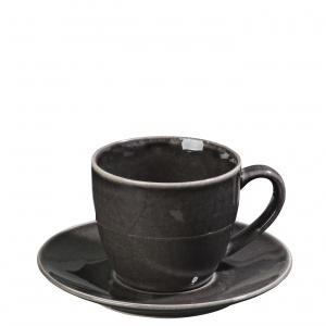 Czarna filiżanka ze spodkiem NORDIC COAL została wykonana ręcznie z ceramiki. 67 zł. Fot. Broste Copenhagen
