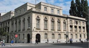Zaprojektował go znany architekt - Stanisław Filasiewicz, autorem projektu sali głównej ze sklepieniami krzyżowymi wspartymi na kolumnach, sufitami ozdobionymi rozetami i półkolistymi oknami oraz reprezentacyjnych schodów w stylu art déco był Ta