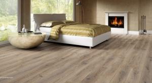 Zastanawiasz się nad wyborem podłogi do swojego domu lub mieszkania? Marzy Ci się naturalna drewniana podłoga, ale nie wiesz, czy zda egzamin? Przedstawiamy 5 faktów o podłogach z drewna, które pomogą Ci podjąć decyzję.
