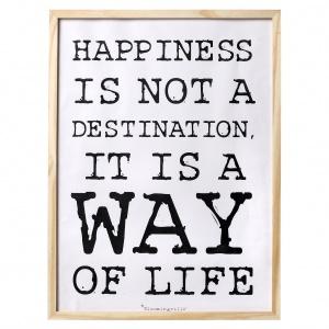 Plakat HAPPINESS wpisuje się w modny trend typograficznych dekoracji. 91 zł. Fot. Bloomingville