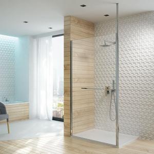 Parawan walk-in  PT/ALTIIa to rozwiązanie oparte o trapezową konstrukcję, która dzięki swojemu kształtowi oszczędza miejsce w łazience. Fot. Sanplast