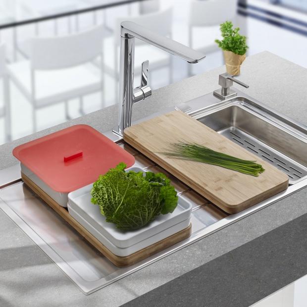 Zlewozmywak z akcesoriami: więcej miejsca do pracy w kuchni