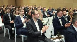Prezesi znanych firm meblowych, projektanci mebli i wnętrz, przedstawiciele instytucji i uczelni związanych z meblarstwem, renomowani dostawcy dla przemysłu meblarskiego - podczas Forum Branży Meblowej, 16 lutego 2017, będziemy mieli okazję posłuch
