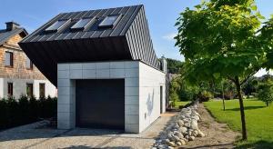 Domo Dom to budynek jednoosobowy z pełnym programem, niezbędnym do wygodnego zamieszkania dla singla. Minimalizacja przestrzeni mieszkalnej była tu koniecznością, ale zaprojektowano ją bardzo wygodnie.