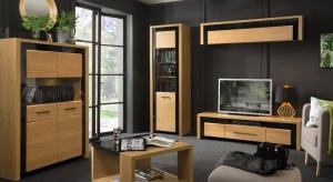 Eleganckie dębowe meble podkreślone czarną, szklaną oprawą przeznaczony do pokoju dziennego i jadalni.