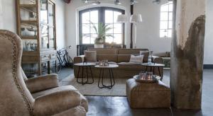 Jakie meble i dekoracje sprawdzą się we wnętrzu w stylu urban lub loft. Kilka ciekawych przykładów.