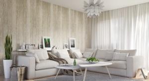 Dla pragmatyków marzących o ścianie wykończonej bielonym dębem czy koniakowym orzechem, powstały panele ścienne, które efektownie imitują na ścianie naturalne materiały, w tym drewno.