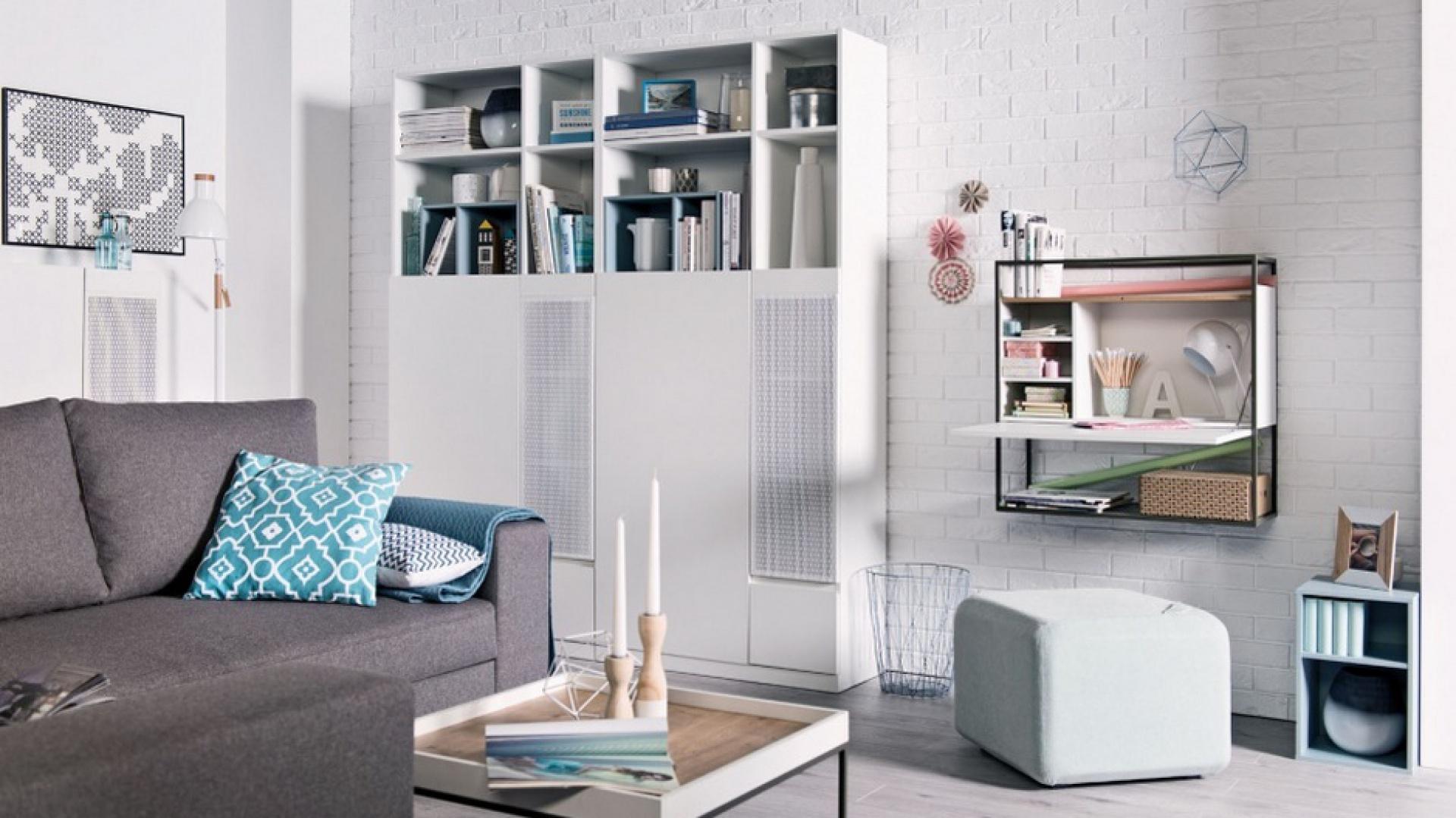 Do niewielkich wnętrz polecane są kompaktowe, modułowe zestawy mebli, najlepiej wybrać jasne kolory i dopasowane dodatki. na zdj. kolekcja muto Meble Vox. Fot. Meble Vox
