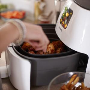 Do kolacji możesz dodać więc też chrupiące i aromatyczne pieczone warzywa. Fot. Philips