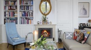 Szyk, elegancja, liczne dodatki i starannie dobrane dekoracje to cechy wnętrz urządzonych w paryskim stylu.