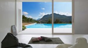 Idealne okno: dostarcza naturalne światło i optycznie powiększa wnętrze, ale przede wszystkim pozwala nam w pełni cieszyć się pięknym widokiem na zewnątrz…