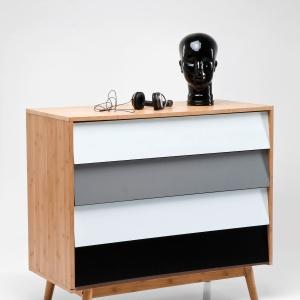 Komoda z frontami lakierowanymi na kolor czarny i biały. Fot. Kare Design
