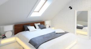 Dziś, dzięki zupełnie nowemu spojrzeniu na poddasze, a zwłaszcza nowoczesnemu podejściu do projektowania, strych użytkowy to jedna z najbardziej atrakcyjnych lokacji na urządzenie sypialni czy domowej strefy SPA.
