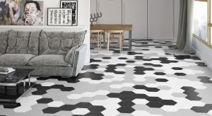 Płytki ceramiczne na podłodzew salonie sąpiękne i praktyczne. Oferowane bogactwo wzorów, kolorów i formatów każdemu pozwolą wybrać coś dla siebie.