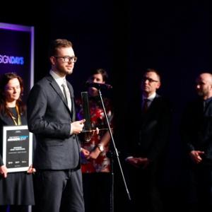 Nagrodę w kategorii Bryła - Obiekt publiczny zdobyła Łódź Fabryczna. Statuetkę odebrali Bartosz Poniatowski z Urzędu Miasta Łódź (na zdjęciu), Zdzisław Strożek, reprezentant PKP oraz Magdalena Federowicz-Boule z pracowni Tremend.