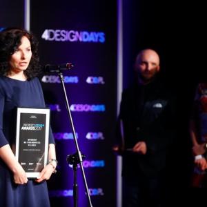Property Design Awards 2017 otrzymał Woonerf na Piramowicza w Łodzi. Nagrodę odebrała Edyta Westrych-Maćkowiak, UM Łódź.