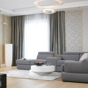 Sofa w salonie. Projekt: Katarzyna Mikulska-Sękalska. Fot. Bartosz Jarosz