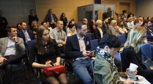 """O koncepcjach nowoczesnych biur i sposobach ich aranżacji rozmawiali uczestnicy panelu """"Krzesło biurowe niejedną ma formę"""", które odbyło się w Katowicach 16 lutego br. w ramach Forum Branży Meblowej. Było ono jednym z wydarzeń towarzyszącyc"""