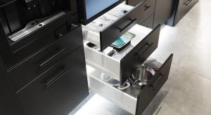 Pojawiające się znikąd gniazdka, automatycznie podświetlana szuflada, czy blat na zawołanie sunący w górę lub w dół. To gadżety, które mogłyby się znaleźć w najbardziej futurystycznej kuchni.