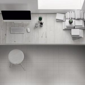 Nowy wzór płytek podłogowych imitujący kratki z notatnika czy zeszytu - idealnie wpisze się w wystrój domowego biura czy pokoju do nauki. Fot. Ornamenta