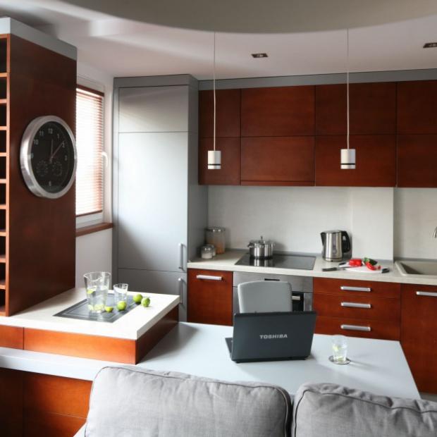 Pomysły na salon z aneksem kuchennym w kawalerce