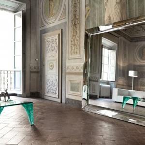 Designerskie lustro Caadre od Fiam w wersji  stojącej,  dostępne w kilku rozmiarach. Fot. Fiam/ Galeria Heban