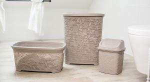 Domową pralnię warto wyposażyć w funkcjonalne, jak również estetyczne akcesoria, w tym niezbędne kosze: na bieliznę, do przenoszenia mokrego prania oraz na śmieci – uchylne lub z pokrywką.