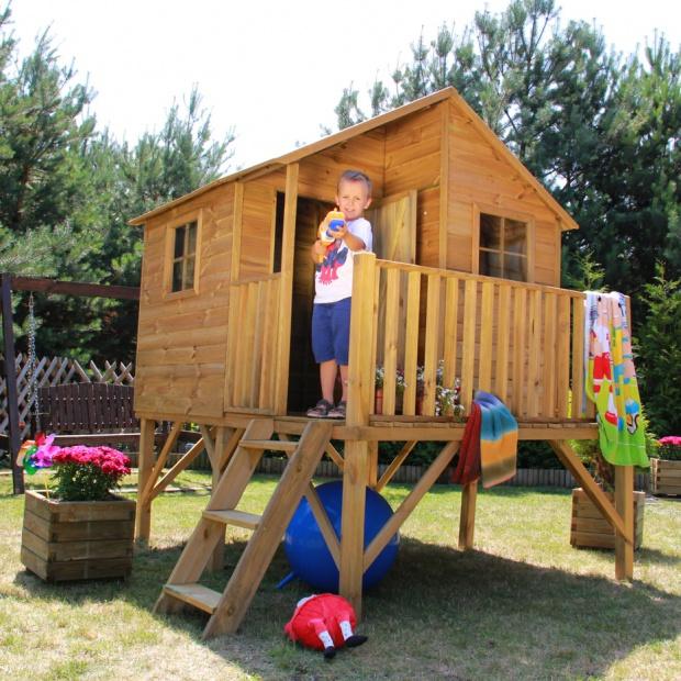 Wiosna w ogrodzie - drewniane domki dla dzieci