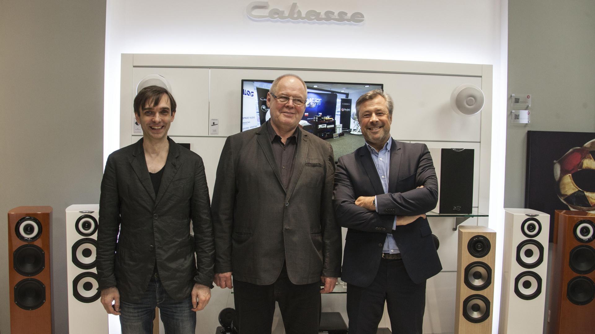 Na zdjęciu: Marcin Nowakowski – saksofonista jazzowy, Milan Werer - szef Voice i Frederic Lebreton – CEO Cabasse podczas spotkania w warszaskim salonie Luxury Art Cinema.