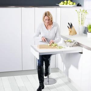 Jedzmy w kuchni, czyli jak funkcjonalnie urządzić jadalnię w przestrzeni kuchennej. Fot. Peka