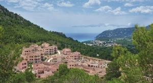126 luksusowo wyposażonych pokoi hotelu Park Hyatt Resort Mallorca oraz 16 indywidualnie zaprojektowanych suit to oferta wysokiego komfortu, który uwzględnia akcenty regionalnej kultury. Projekt jest dziełem biura DSA Architects International.
