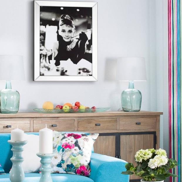 Salon w stylu glamour: dekoracyjne dodatki specjalnie dla pań