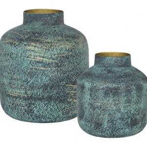 Komplet dwóch wazonów DOROTHY przyciąga uwagę kształtem i efektownym wykończeniem powierzchni naczyń. 229 zł. Fot. Weswting