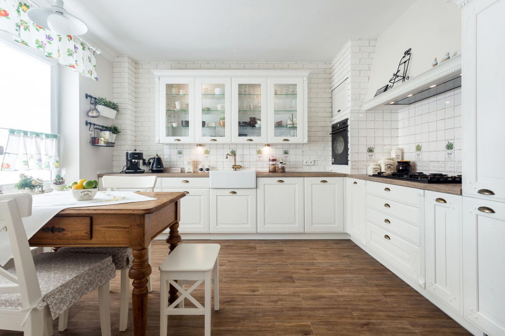 Kuchnia jak na wsi. Fot. Studio Max Kuchnie A&K.