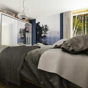 Narożne przeszklenia w sypialni wprowadzą do tej przestrzeni promienie słońca. Dom Kalandra (A). Projekt: arch. Maja Klimowicz. Fot. Dom dla Ciebie Pracownia Projektowa Archeco