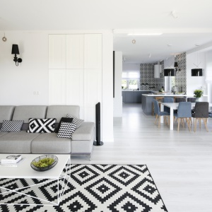 Piękny dom w klasyczym stylu. Projekt: arch. wnętrz Ewelina Pik, arch. wnętrz Maria Biegańska. Fot. Bartosz Jarosz