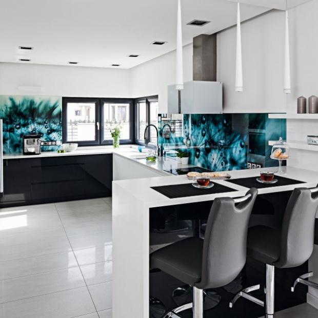 Zobacz, jak modnie urządzić białą kuchnię