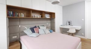 Farba, tapeta, tapicerowane zagłówki, cegła czy może drewno? Pomysłów na aranżację ściany za łóżkiem jest wiele. Zobaczcie nasze inspiracje.